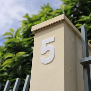 Número Residencial Branco Dupla Face - 13 cm
